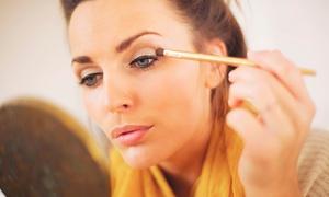 Iluminada beauty boutique: Curso de automaquillaje para uno o dos en Iluminada Beauty Boutique