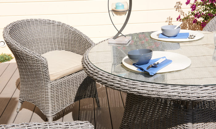 Salon de jardin groupon shopping for Table ronde en resine tressee