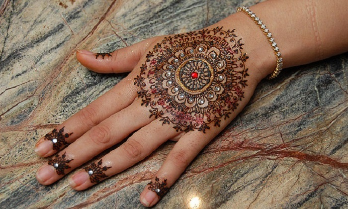 Revastyle - Los Angeles: 30-Minute Henna Art Session from Revastyle LLc (45% Off)