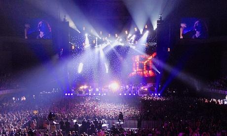 Concierto Madonna: Entrada de pista o asiento reservado para 1 pers y 1 noche de hotel en habitación doble en Barcelona