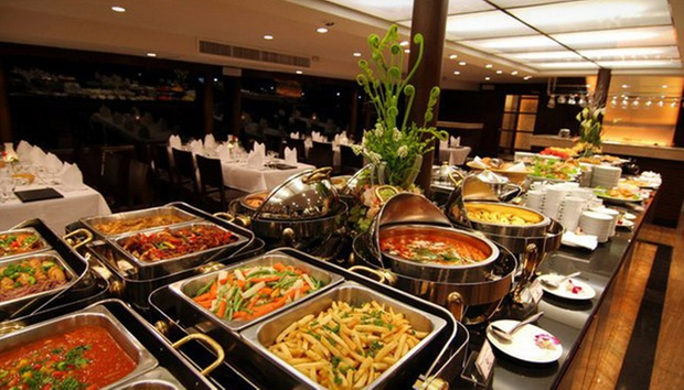 To 4 people on chao phraya princess dinner cruise with buffet dinner