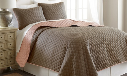 Quatrefoil Reversible Coverlet Set (3-Piece)