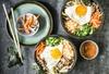 Bibimbap, Miso-Suppe und Getränk
