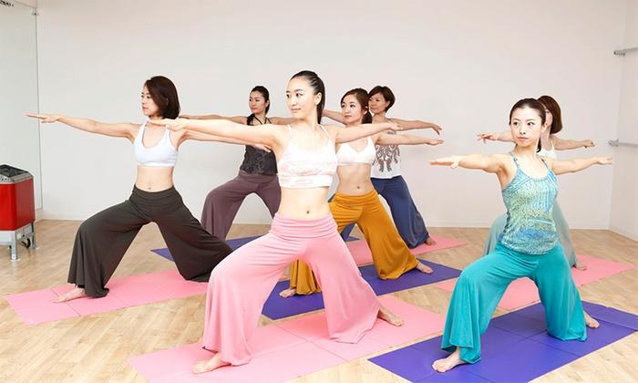 Hot Yoga Studio loIve 函館店 - 函館市: 【最大83%OFF】≪ホットヨガ60分 1回体験(水&タオル&上下ウェア込)/他2メニュー≫ @Hot Yoga Studio loIve 函館店