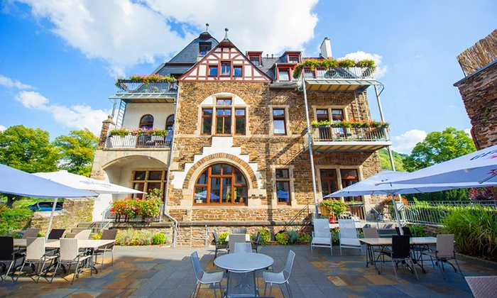 Hotel Villa Vinum - Cochem: Moseltal: 1-5 Nächte für Zwei inkl. Frühstück, Flasche Winzersekt und Pralinen in einer Suite im Hotel Villa Vinum