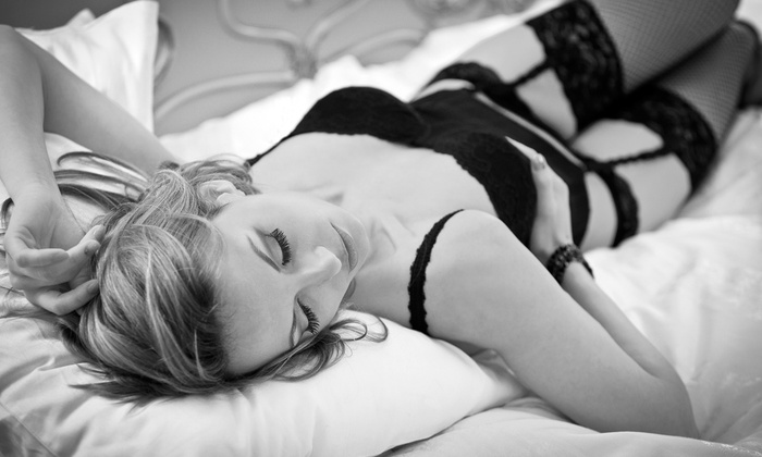 """Fabuluxe Photos - Stratford: $ 99 for a 60-Minute Boudoir Photo Shoot and 8""""x10"""" Print at Fabuluxe Photos ($ 399 Value)"""