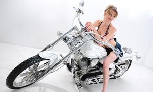 Photo Dobers: Beauty-Portrait- oder Akt- und Erotik-Fotoshooting, wahlweise mit Schlange oder Motorrad, bei Photo Dobers ab 59,90 €