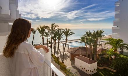 Altea: estancia para 2 con desayuno, botella de cava y opción a media pensión o pensión completa en Cap Negret 4*
