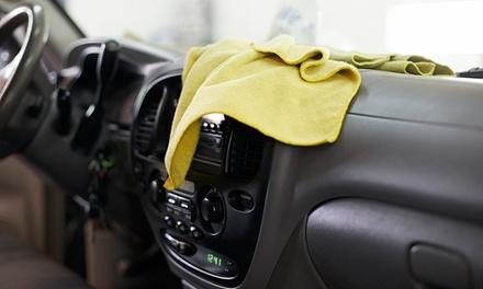 1x oder 2x Pkw-Innenreinigung bei Wolf Autowäsche (bis zu 48% sparen*)