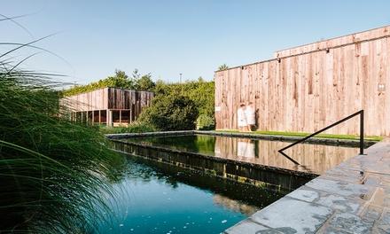 Hammams, saunas, piscines... 1 journée complète de bien-être avec de délicieux tapas pour 29,99 € par personne.