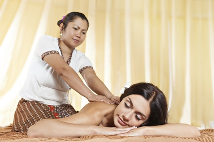 Modelage thaï pour femme enceinte d'1h ou modelage thaï avec gommage d'1h30 dès 45 € à l'institut Diora Beauté