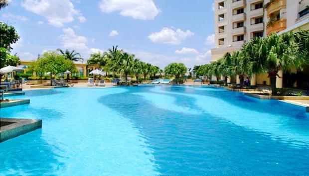 Malacca: Equatorial Hotel + Coach 5