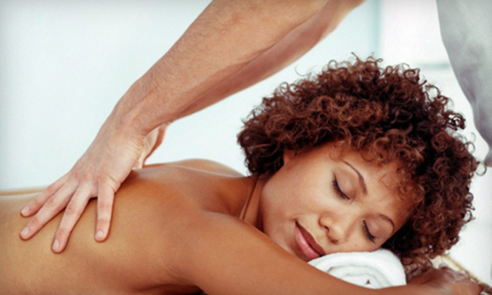 enVus Salon & Spa Lounge - Pacific Beach: $39 for a 60-Minute Swedish or Deep-Tissue Massage at enVus Salon & Day Spa ($85 Value)