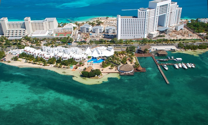 Cancún Resort with All-Inclusive Meals & Drinks