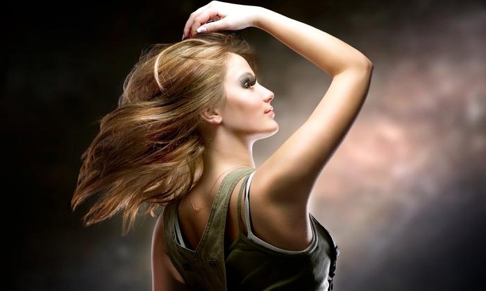 Böhm Haare - Böhm Haare: Komplett-Haarschnitt mit individueller Pflege sowie einer Auffrischung des Tages-Make-ups bei böhm. haare. für 29,90 €