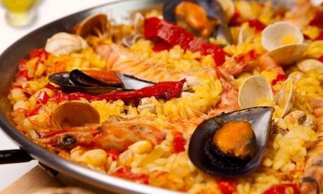 Paella, arroz negro, con conejo, o pinchos morunos para dos con entrante, postre y botella de vino desde 19,95 € Oferta en Groupon