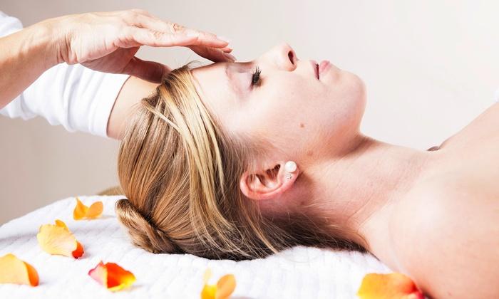 Salon Zen - Palm Valley: $34 for One Custom Facial at Salon Zen ($65 Value)
