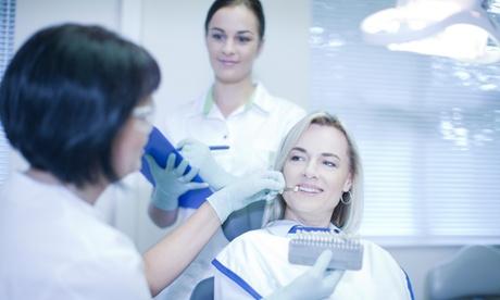 Limpieza bucal, revisión y 1, 2, 3, 4 o 6 empastes desde 19,95 € en Clínica Dental Salvi Y Barbero