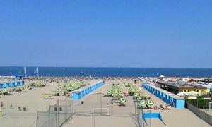 BAGNI EUROPA IDROFOLLIE: Ingresso in spiaggia e al parco acquatico per 2 persone da Bagni Europa Idrofollie (sconto fino a 68%)