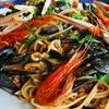 Mega spaghettata di pesce e vino