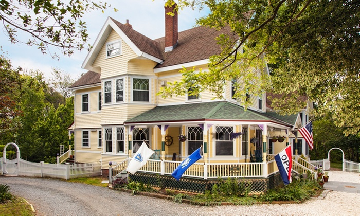 Inn at the Oaks - Eastham, MA: 2-Night Stay for Two in a Suite or Deluxe Room at Inn at the Oaks in Eastham, MA. Combine Multiple Nights.