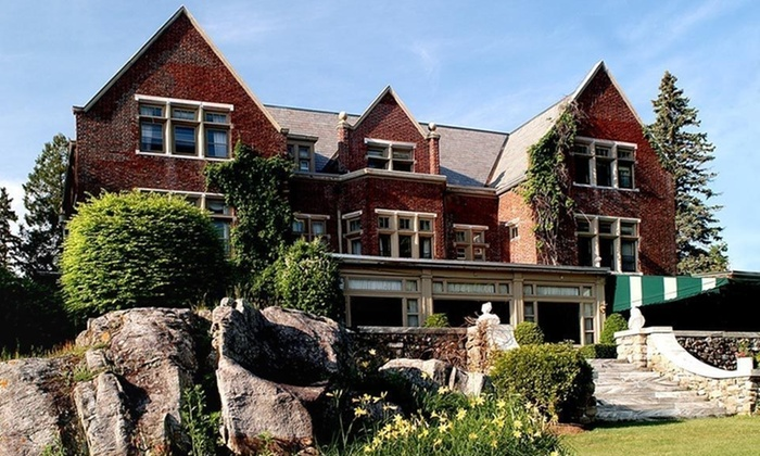 Wilburton Inn - Manchester, VT: Two-Night Stay in a King, Double Queen, or Premium Room at Wilburton Inn in Manchester, VT