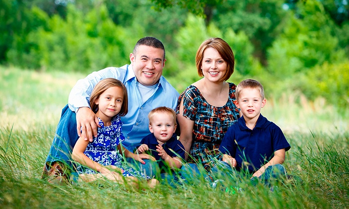 AlekseyK Photography - Buffalo: $45 for a 60-Minute Outdoor Family Photo Session with Prints from AlekseyK Photography ($225 Value)