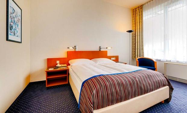 park inn by radisson hotel dresden dresden sn groupon getaways. Black Bedroom Furniture Sets. Home Design Ideas