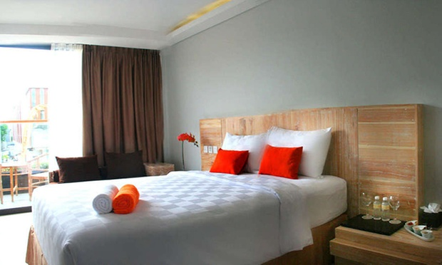 Bali: 4* Hotel near Beach +Flight 1