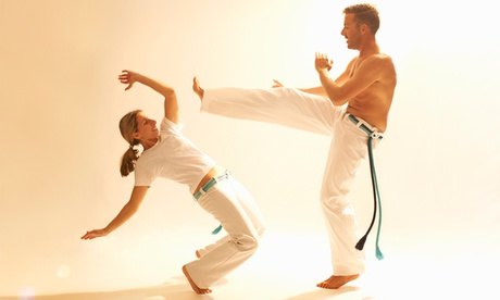Bono de 4, 8 o 16 clases de capoeira desde 14,95 € en La Sala Bcn Oferta en Groupon