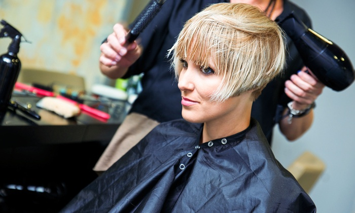 Flaunt - Michelle Flowers - Indianapolis: $25 for $50 Worth of Services at Flaunt
