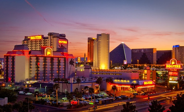 Hooters Casino Hotel - Las Vegas, NV: Stay with Gambling Credit and Appetizer at Hooters Casino Hotel in Las Vegas. Dates into October.