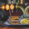 Burger, Beilage und Toppings