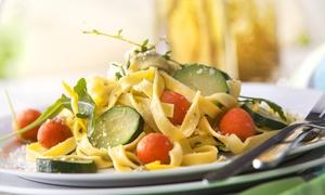 Bistro Pod 8: Kulinarna podróż dookoła świata: 2-daniowa uczta dla 2 osób za 35 zł i więcej opcji w Bistro Pod 8 (do -40%)