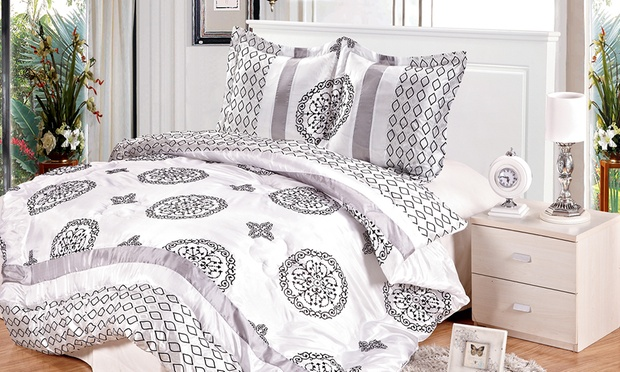 couvre lit boutis en satin groupon shopping. Black Bedroom Furniture Sets. Home Design Ideas