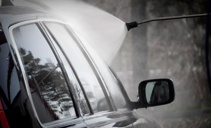 Pkw-Außen- oder Innenreinigung plus Nanoversiegelung der Windschutzscheibe bei Cleancars 24 ab 14,90 €