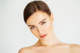 Naturheilpraxis Julia Garlip: Faltenbehandlung mit 1 ml oder 2 ml Hyaluronsäure bei Heilpraktikerin Julia Garlip (bis zu 36% sparen*)