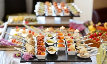 Catering para 12 o 24 personas con piezas saladas y opción a piezas dulces desde 54,90 € en La Manobuena Catering