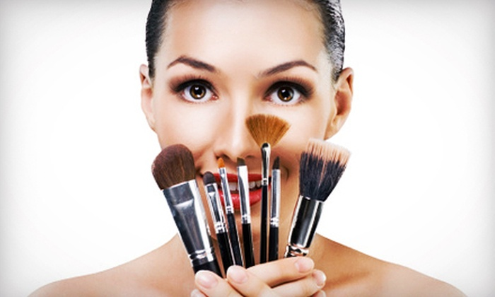 Makeup Pro - Mississauga: $45 for a Makeup and Hairstyling Workshop with Makeup-Brush Set from Makeup Pro ($450 Value). Six Options Available.