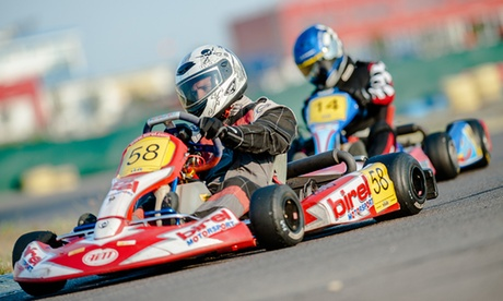 Carrera de karts con opción a menú o barbacoa y bebida para 2, 4, 6, 10 o 15 personas desde 29,95 € en Circuito Montoya