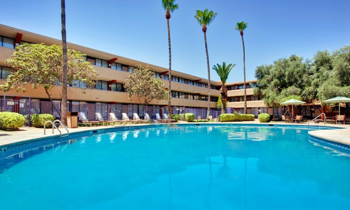 Holiday Inn Hotel & Suites Tucson Airport-North - Tucson: One- or Two-Night Stay with Welcome Drinks at Holiday Inn Hotel & Suites Tucson Airport-North in Tucson, AZ