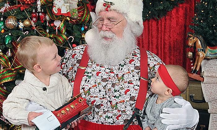 Everett Santa Photos LLC - Silver Lake: $35 for a Santa Photo Shoot with Digital Images on CD at Everett Santa Photos ($70 Value)