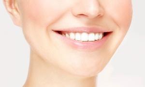 Ortodoncia en ambas arcadas de brackets metálicos de baja fricción por 299 € o de zafiro por 499 €