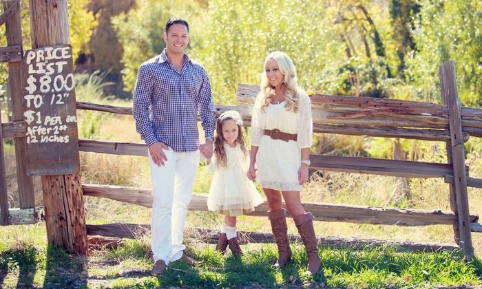 LA Exposures - Los Angeles: $99 fora Family Photo Shoot with CD of Retouched Images from LA Exposures ($1,295 Value)
