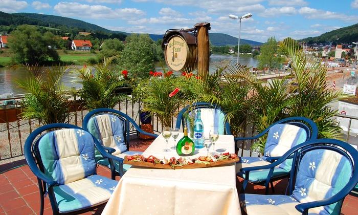 Hotel Goldenes Fass - Freudenberg: Maintal: Traditionelles Rittermahl für Zwei opt. mit 3-4 Tage im Romantik-DZ inkl. Frühstück im Hotel Goldenes Fass