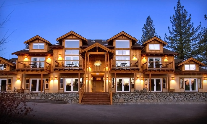 null - Sacramento: Stay at Chalet View Lodge in Northern California