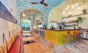 LIME RESTAURANT & BAR: Aperitivo con cocktail e specialità dal mondo per 2 o 4 pax da Lime Restaurant & Bar a Piazza Fiume (sconto fino a 57%)