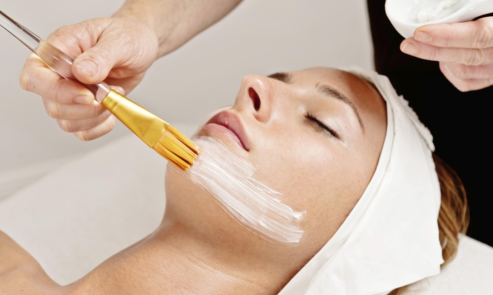 Color Lounge - Burbank: 60-Minute Moisturizing Facial from Color Lounge (50% Off)