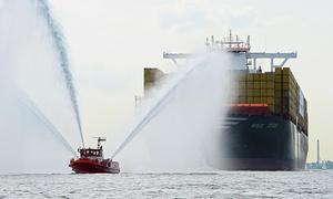 Maritime Touren: 2 stündige VIP-Hafenrundfahrt auf einer Luxusbarkasse mit Maritime Touren
