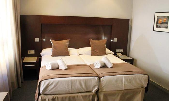 Hotel liceo madanis a l 39 hospitalet de llobregat barcelona for Hotel vicino al camp nou